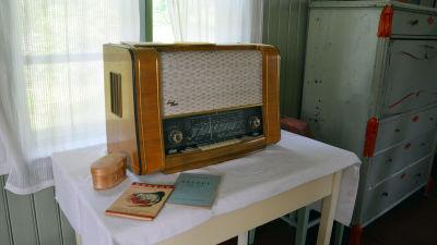Bild av en gammal radio.
