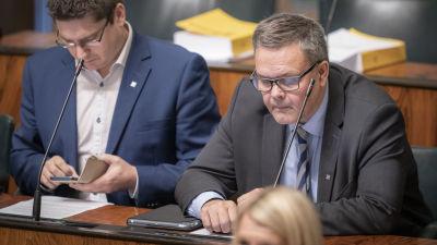 Anders Norrback ja Mikko Ollikainen eduskunnassa 23.10.2019
