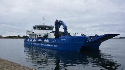 Håll skärgården rens fartyg ms Roope i helbild.