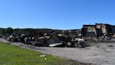 På bilden syns ruinerna av det tidigare Hurrikaani köpcentret i Kimitoön.