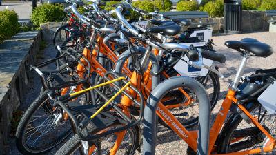 En bild på stadscyklarna i Borgå