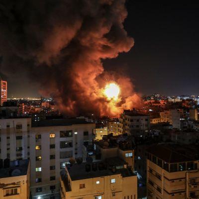 Det palestinska säkerhetsministeriet i Gaza totalförstördes då en israelisk missil träffade byggnaden