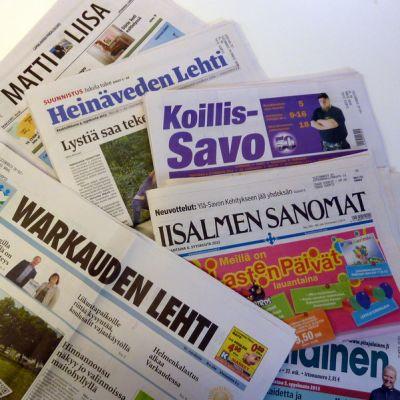Warkauden lehti, Iisalmen Sanomat ja savolaisia paikallislehtiä pöydällä