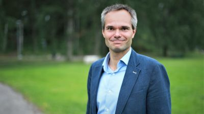 Kai Mykkänen i ett somrigt Esbo