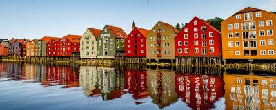 Trähus invid vattnet i Trondheim.