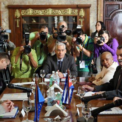 EU ja Kuuba allekirjoittivat sopimukset vuoropuhelusta ja yhteistyöstä.