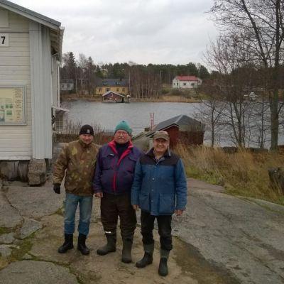 Olli Turunen, Ilkka Lehto ja Timo Pohjola asuvat Haapasaaressa kesät ja talvet.