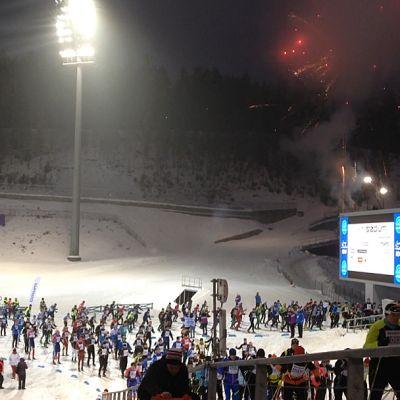 Finlandia-hiihtäjiä Lahden Urheilukeskuksessa