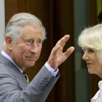 Prinssi Charles, Camilla sairaalan ovella