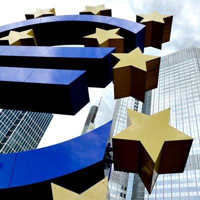 Euro - teos euroopan keksupankin edustalla.