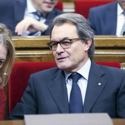 Katalonian alueparlamentin istunto Barcelonassa 9. marraskuuta.