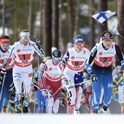 Aino-Kaisa Saarinen hiihti Suomen avausosuuden.