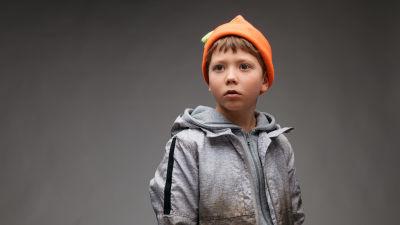 Porträtt av Ivar Andersson som spelar karaktären Uno i dramaserien Spegelvägen.