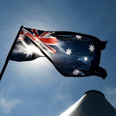 Australian lippu heiluu salossa.