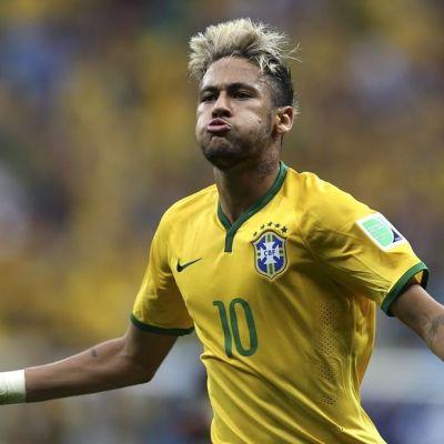 Brasilian Neymar tuulettaa.