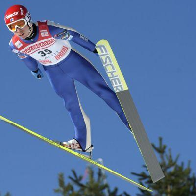 Janne Happonen lentää Lahden maailmancupin kisassa maaliskuussa 2012.