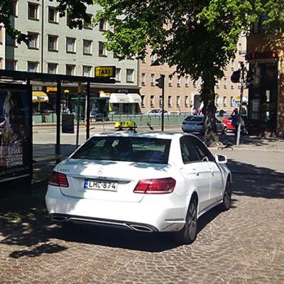 taksi tolpalla