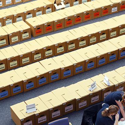 Eurovaalien äänten laskentaa Dresdenissä, Saksassa, 26. toukokuuta.