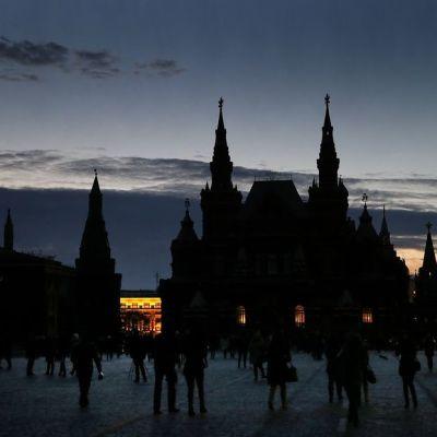 Kreml pimeänä.