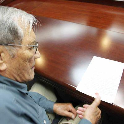 Pohjois-Korean tietotoimiston 30. marraskuuta julkaisema kuva Merrlill Newmanista näyttää Newmanin painamassa sormenjälkensä dokumenttiin, jossa hän pyytää anteeksi väitettyjä rikoksiaan sekä matkailijana että Korean sotaan osallistujana. Kuvan on ilmoitettu otetun 9. marraskuuta.
