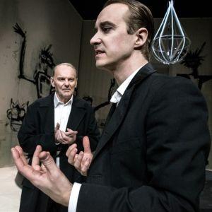 Skådespelarna Björn Granath och Jonas Karlsson i Shakespeares Richard iii på Dramaten