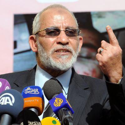 Mohammed Badie etusormi pystyssä.