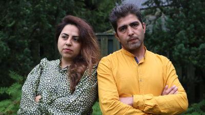 Maryam Samaian och Sami Rahmati med armarna korsade.