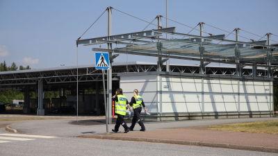 Tullin työntekijöitä Vaalimaan raja-asemalla Vaalimaalla Virolahdella.