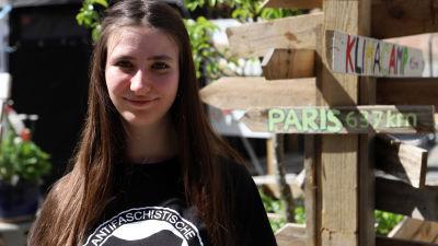 Eva Schreiner håller till i klimatlägret i Nürnberg.