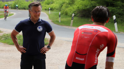 Tränaren Bennie Lindberg tillsammans med en triatlet som han tränar