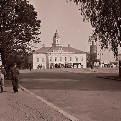 Jakobstads torg, gamla linden, sekelskiftet