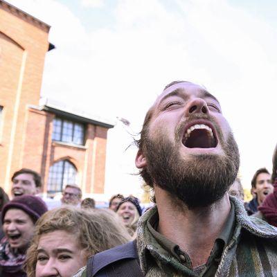 Ruotsalaisen PUSH-järjestön jäsenet huusivat ilmastonmuutosta vastaan järjestetyssä mielenosoituksessa Tukholmassa 27. syykuuta.