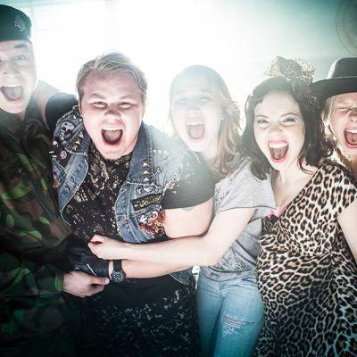 #lovemilla: Ämpäri (Teemu Nieminen), Aimo (Joel Hirvonen), Milla (Milka Suonpää), Siiri (Pauliina Suominen), Gootti Gitta (Miina Penttinen).