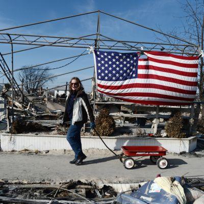 Sandy-myrskyn tuhoamaa asuinaluetta Breezy Pointissa, New Yorkissa, marraskuussa 2012.