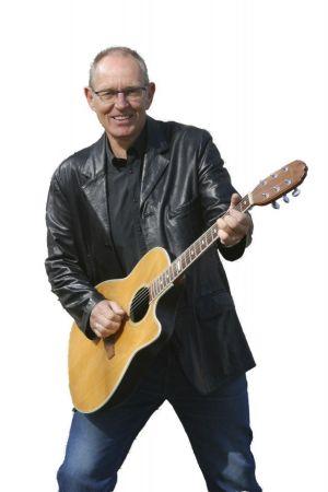 ingemar olsson med sin gitarr