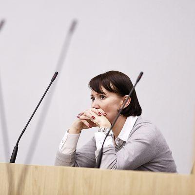 Sosiaali- ja terveysministeri Hanna Mäntylä eduskunnan suullisella kyselytunnilla Helsingissä 24. syyskuuta 2015.