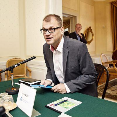 Juha Sipilä ennen Pääministerin haastattelutunti -ohjelmaa Kesärannassa 30. elokuuta 2015.
