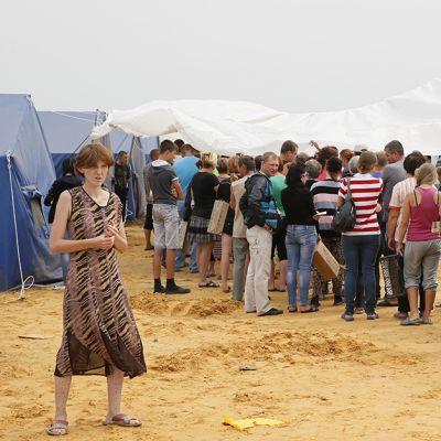 Ukrainalaisia pakolaisia Venäjän ja Ukrainan raja-alueella.