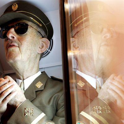 Taiteilija Eugenio Merinon edellisessä Franco-veistoksessa Espanjan entinen diktaattori oli sijoitettu virvoitusjuomakaapin sisään. Kuva on Madridissa helmikuussa 2012 järjestetyiltä ARCO-taidemessuilta.