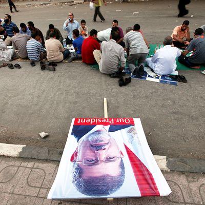 Muhammad Mursin kannattajia aamiaisella Kairon yliopiston edustalla 19. heinäkuuta.