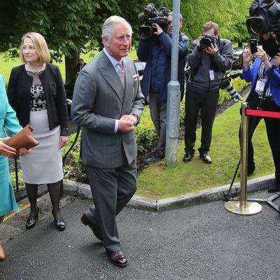 Prinssi Charles ja Cornwallin herttuatar Camilla saapumassa Galwayn yliopistolle Irlannissa tiistaina.