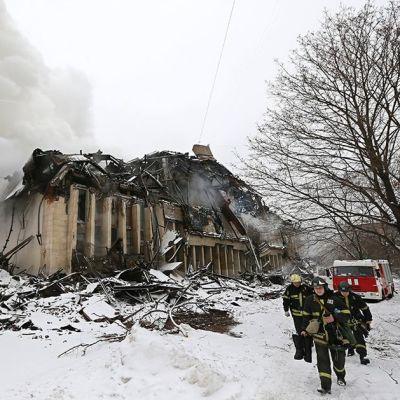 Kirjaston tulipaloa sammutettiin