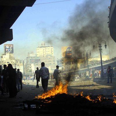 Egyptin syrjäytetyn presidentin Muhammad Mursin kannattajia Muslimiveljeskunnan ja turvallisuusjoukkojen yhteenottojen aikana.