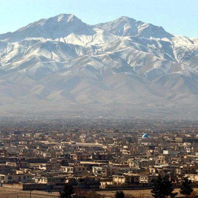 Näkymä Kabulista ja sitä reunustavista vuorista.