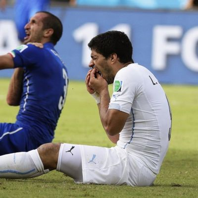 Luis Suarez puraisi Giorgio Chielliniä