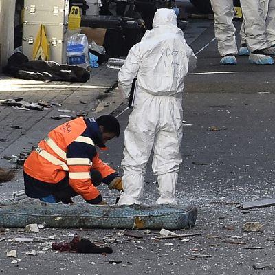 Poliisin tutkijoita Pariisin Saint-Denis'n lähiössä 18. marraskuuta.