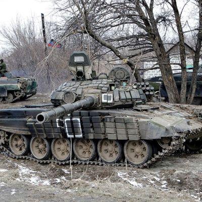 Separatistien panssarivaunuja lähellä Debaltsevea 19. helmikuuta.