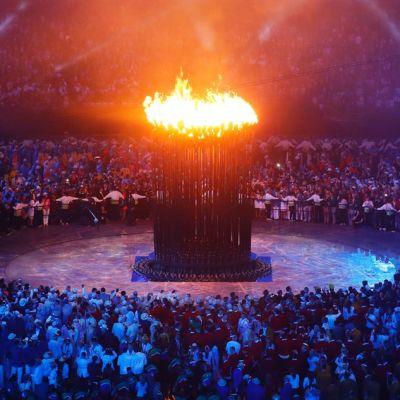 Olympiatuli palaa Lontoossa