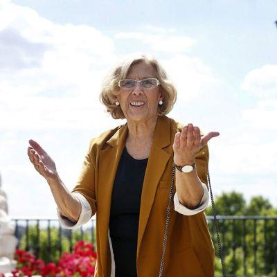 Manuela Carmena puhui medialle vaalien jälkeen Madridissa 25. toukokuuta.