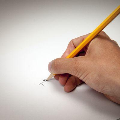 lyijykynällä kirjoittava käsi